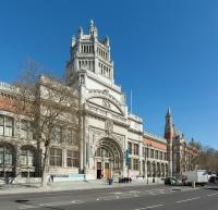 Victoria__albert_museum_entrance_london_