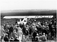 Lindbergh_takes_off_from_roosevelt_field